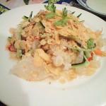 白きくらげのサラダ。甘酸っぱいドレッシングがベトナム風。