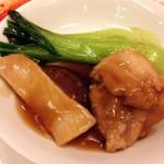 大山鶏、ハム、椎茸のはさみ蒸し。いかにも広東料理。これまたオーソドックス。