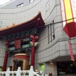 内部はシックで中華街一般のイメージよりはもちろん豪華。しかし普段着で臆するほどではない。