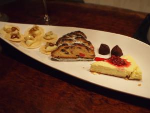 チーズケーキにかけたラズベリージャムはじょにお叔母のお手製。