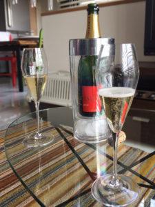 昼間のシャンパーニュもいいものだ。