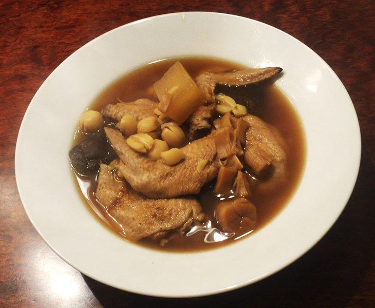 鶏手羽の中華風煮込みスープ