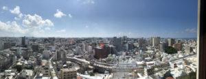 部屋からの眺望。公設市場方面を正面に、那覇のメイン地区が見渡せる。