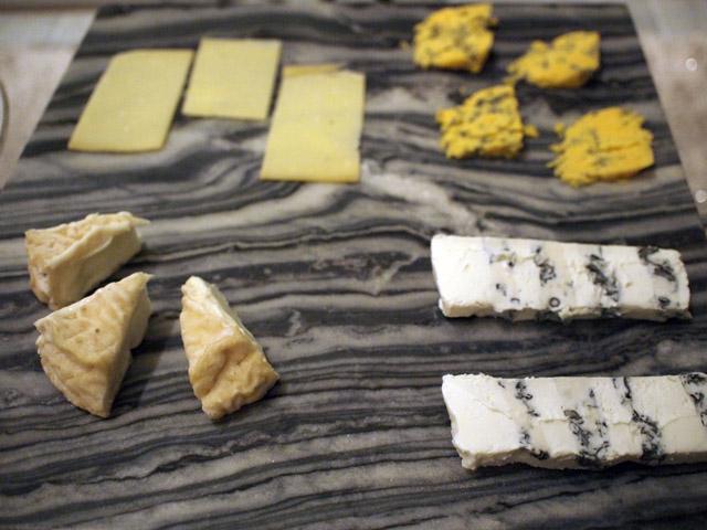 買ってきたチーズ4種。