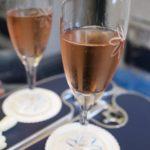 シャンパンはJacquart Brut Mosaique Rose。