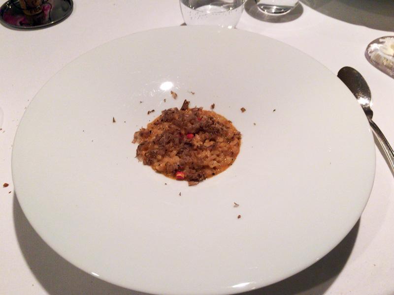 オマール海老のリゾット。〆のご飯のようなイメージとか。味は濃厚だが、量は適切。