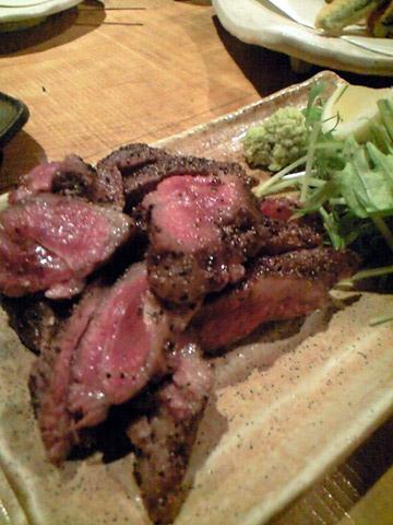 ステーキはやはり一番肉らしい肉の味わい。