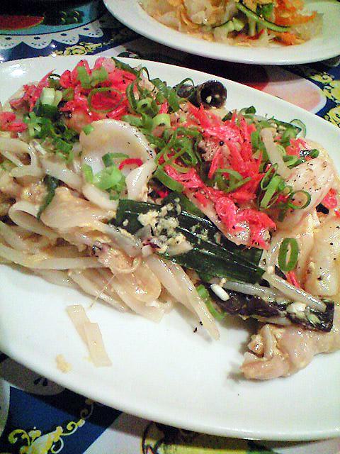 炒め物。内容は忘れたが、(笑)コクのある旨みで日本人にも馴染みやすい味だった。