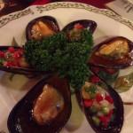 ムール貝はふっくら。温冷2種類のソースで。