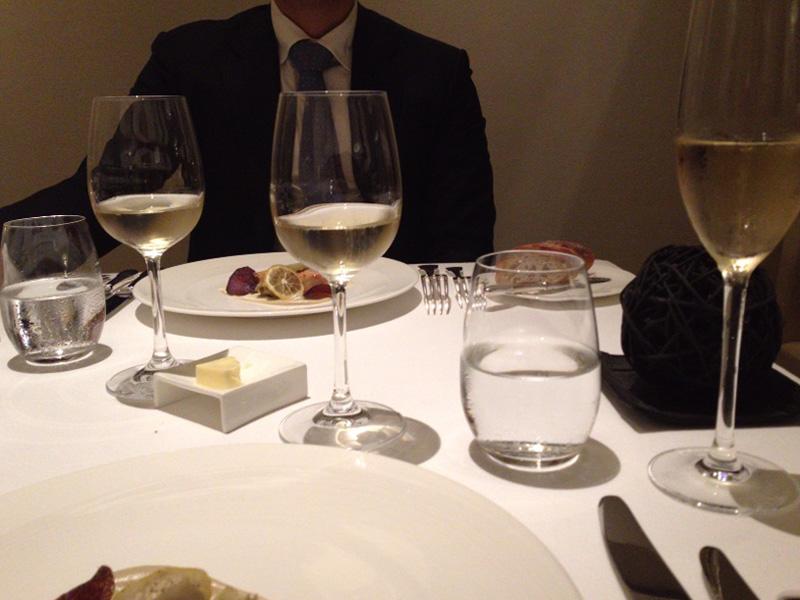 せっかくのグランド・キュヴェなので、グラスを変えて広口の白ワイン用でも試させてくれた。