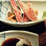 ずわいの刺身。身ははずれやすくて食べよい。蟹のやわからい甘味が楽しめる。
