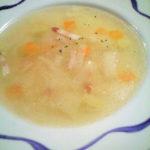 スープは家庭で出るような素朴なもの。