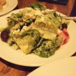 シーザーズサラダ。ロメインレタスが新鮮。そしてブルーチーズの風味がいい。