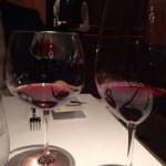 赤ワインも2種飲んだ。残念ながら銘柄失念。ひとつは澄んだルビー色でエレガントなもの。もう一つは、続き出てくるアントレのためのパワフルなもの。
