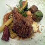 ラムのグリルと北海道産野菜の取り合わせはシェフのおまかせ。