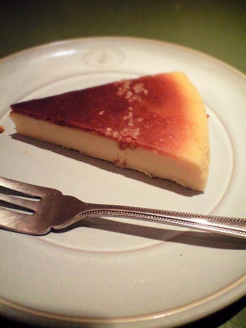 西京味噌入りのチーズケーキ。Lを頼んだが、サイズはレギュラーっぽかった。