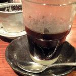 底に沈んでいるコンデンスミルクをかき混ぜて飲むベトナムコーヒー。この他別料金でデザートも頼んだが、写真失念。