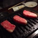 ロースは極上。きめ細かなサシが入っている。カットも角が立っていて肉が美しい。