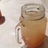 飲み物はこうしてジャー状のマグに入れられて出てくる。