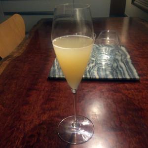 無濾過・無添加の桃ジュースがあったのでベリーににしてみた。カクテルにも向く。