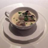 牡蠣の熱々ロワイヤル。牡蠣はぷっくり、風味が活きている。