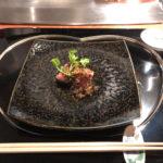 前菜の写真を失念、いきなり2品目の牛フィレ肉のたたきから。しっとりシルキーな肉質。