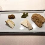 オプションのチーズ。俺はシェーブル2種を選択。コースの量が適切なので、チーズもいける。